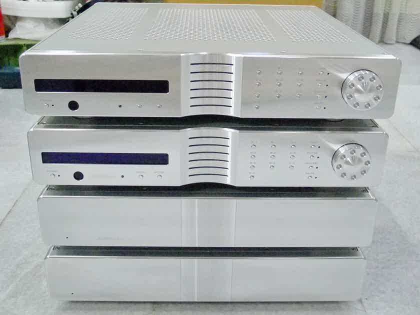 Krell Evolution Two preamplifier. Voltage : 220-240 volts. Free shipping worlwide !