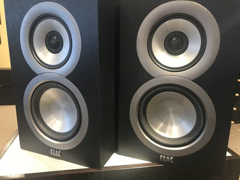 Elac Uni-Fi UB5  Bookshelf Speakers - Black Finish - DEMO