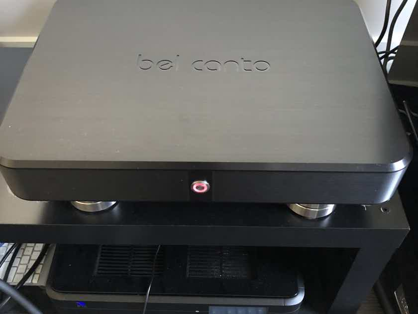 Bel Canto Design Black system controller and 2 mono amp Black
