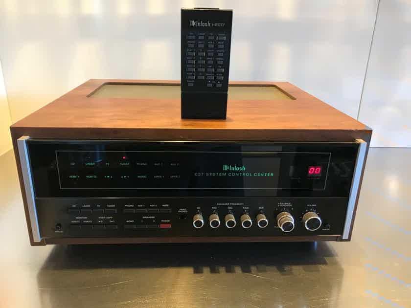 McIntosh C37 PRE AMP WITH REMOTE