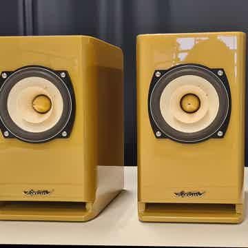 Voxativ Hagen Monitor - Gold Edition
