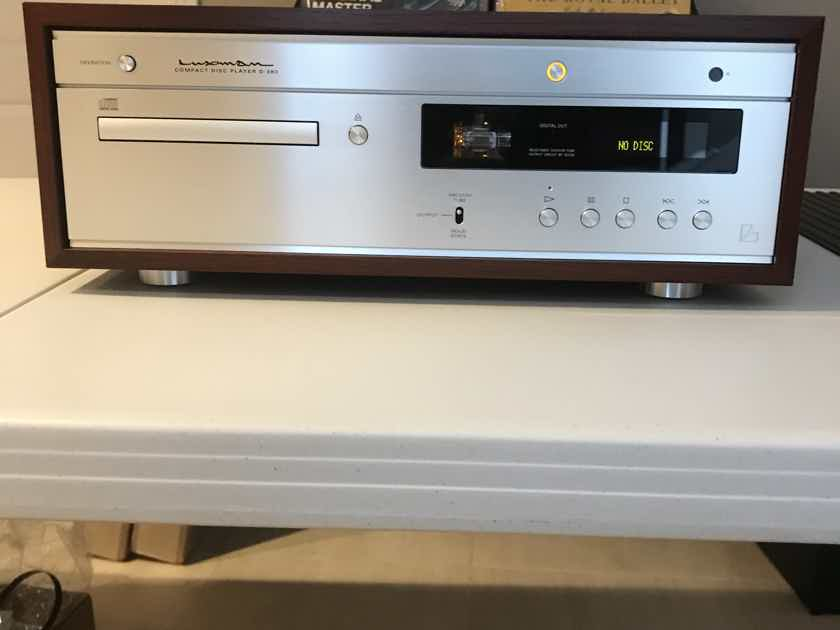 Luxman D380 Tube output CD Player PRICE DROP