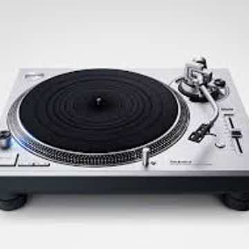 Technics 1200G, like new. Low hours.