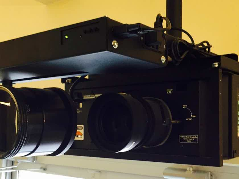 Digital Projection Titan 1080P-250