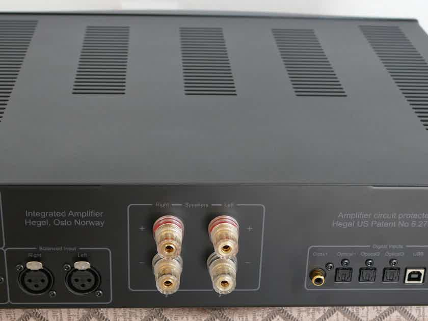 HEGEL H-160 INTEGRATED AMPLIFIER W/BUILT IN DAC - MINT CONDITION