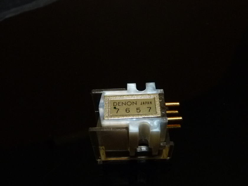 Denon DL-305 MC cartridge top of 300 line LOMC