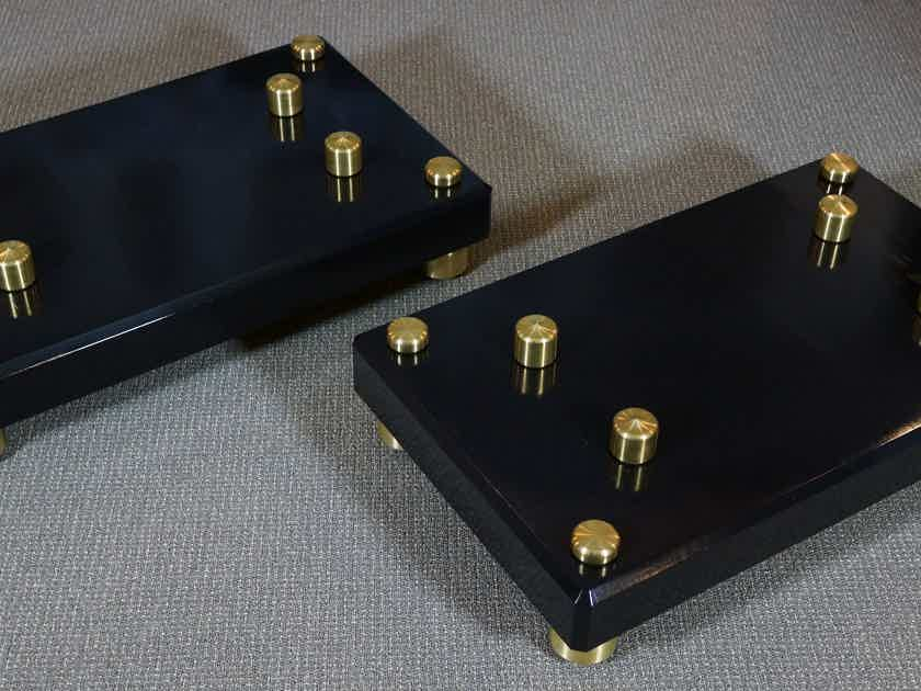 Mapleshade Audio Custom Maple Amp Stands Brass Footers Included