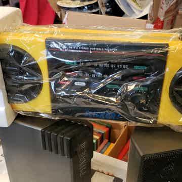 Portable am/fm stereo reciever