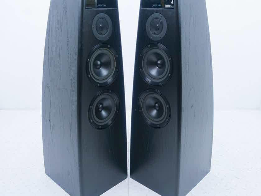 Meridian DSP5200 Powered Digital Floorstanding Speakers 96/24; Black Pair (15451)