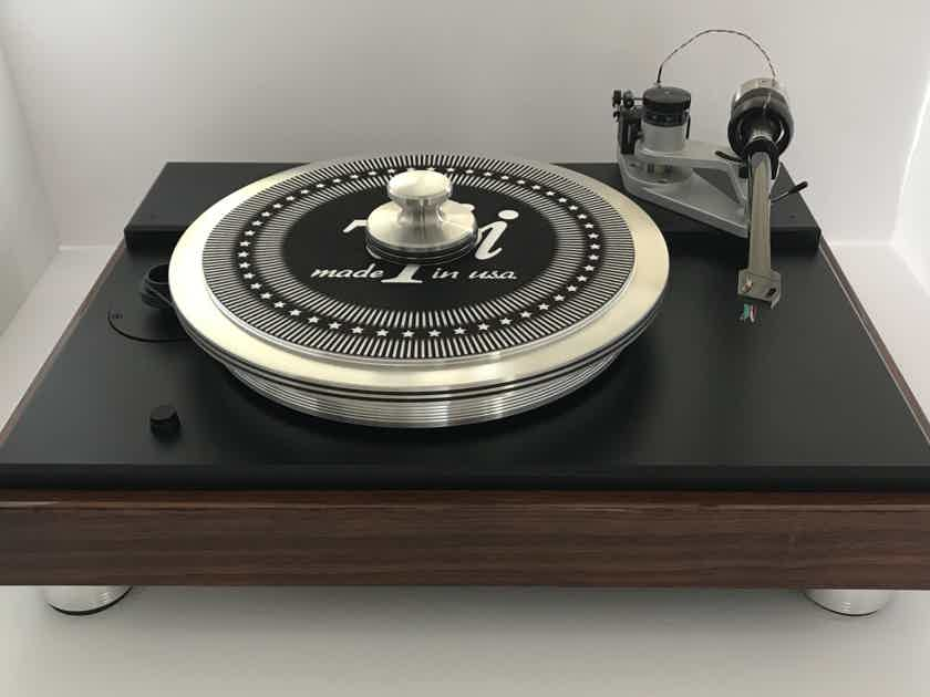 "VPI Classic 4 in Rosewood Finish with 12"" Gimbled Fatboy tonearm wired with Nordost Reference wire. Table also comes with the 40th Anniversary Direct drive feet and Periphery Outer ring Clamp with HRX Center weight"