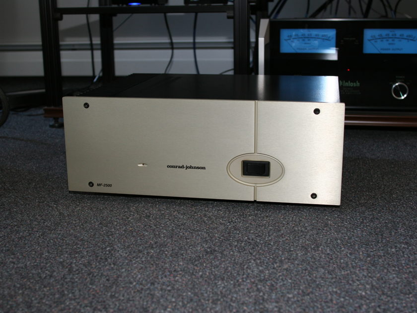 Conrad Johnson MF-2500A power amp