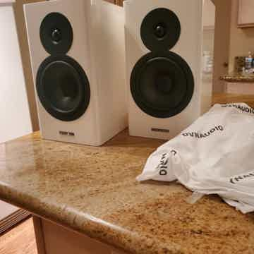Dynaudio Evoke 20 (White High Gloss) 2020 model