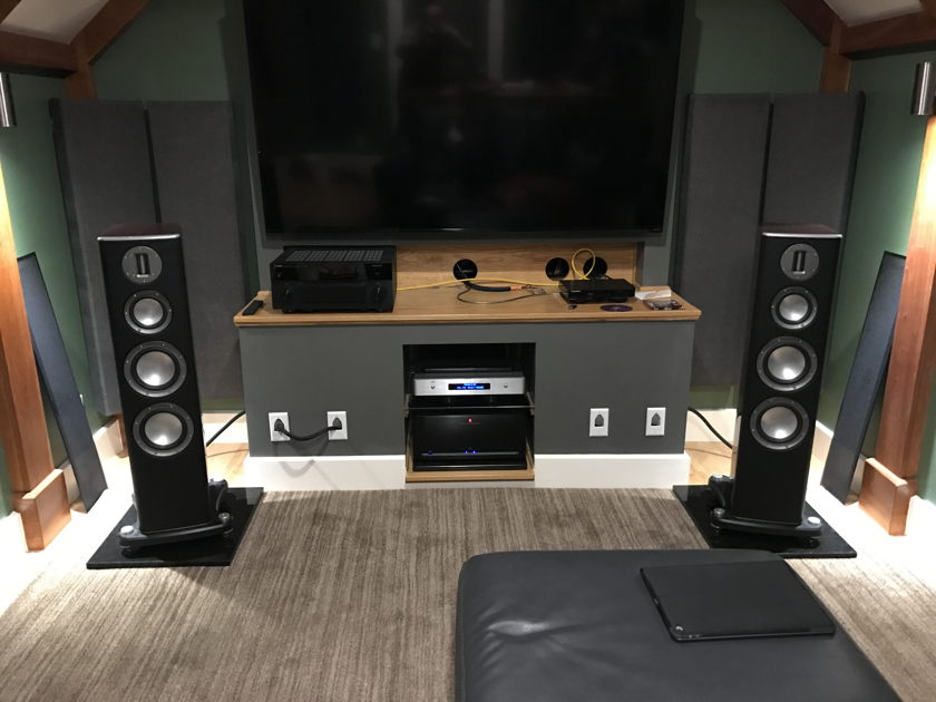 Monitor Audio PL200 Amazing Speakers!! Rosewood...Only 2 Months Old!!