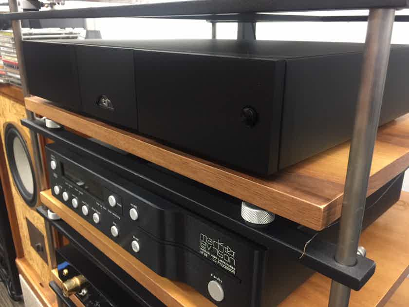Mark Levinson  No. 390S #390S CD Player w/ Variable Volume PREAMP .....................near San Francisco