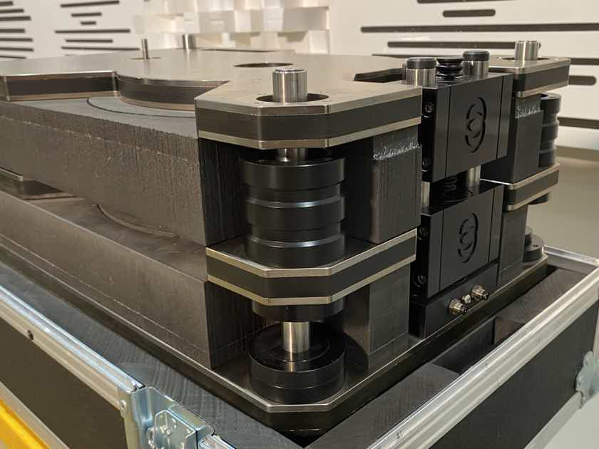 KRONOS PRO TURNTABLE WITH SCPS AND BLACK BEAUTY