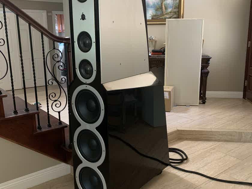 Floor standing speakers in excellent condition