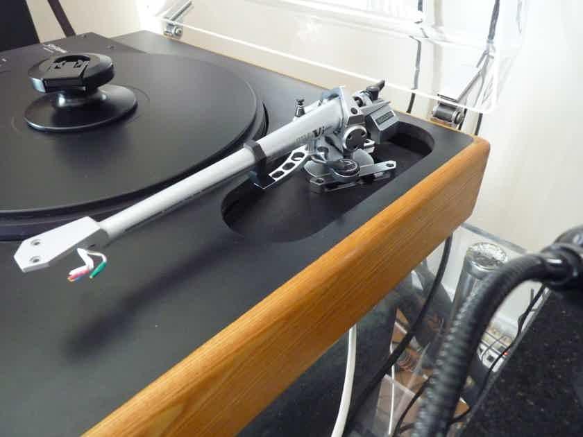 Sota Sapphire turntable with SME IV.Vi magnesium tonearm