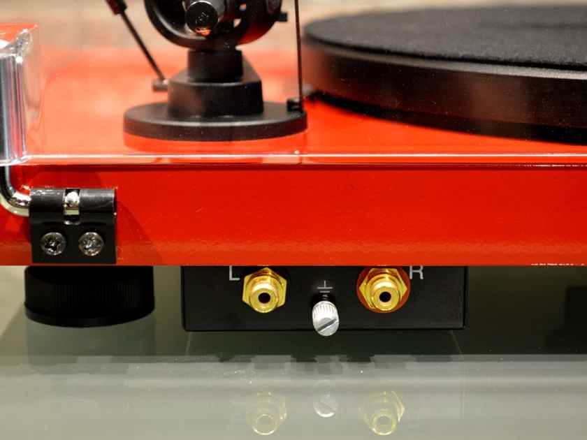 Pro-Ject Audio Systems Debut Carbon - Gloss Red Turntable