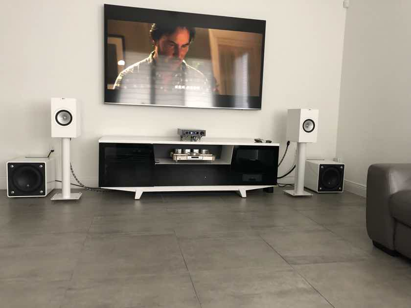 KEF Q350 White with Stands Free Shipping!