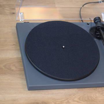 Pro-Ject 1 Xpression Carbon, with accessories