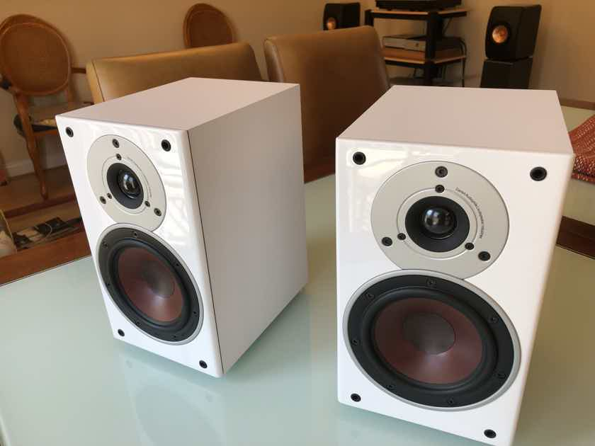 DALI - Zensor 1 Bookshelf Speakers in white. Winner of One of the Biggest Values in Audio