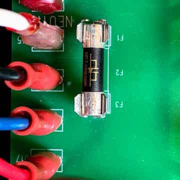 HiFi Tuning Supreme3 99% Silver/1% Gold ceramic fuse.