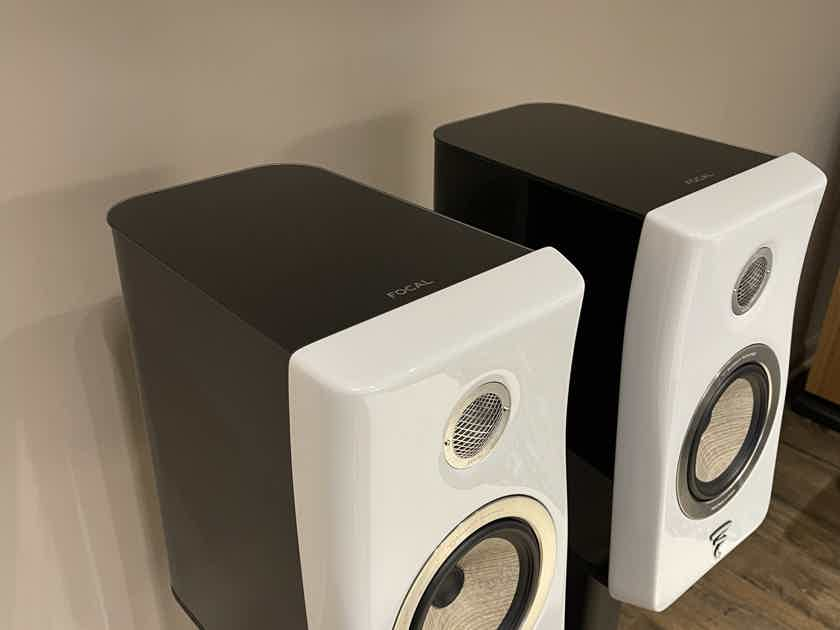 Focal Kanta no. 1 (MINT - 20 hours use) /w Stands