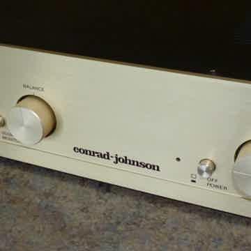 Conrad Johnson PV-7  Pre Amp with Phono