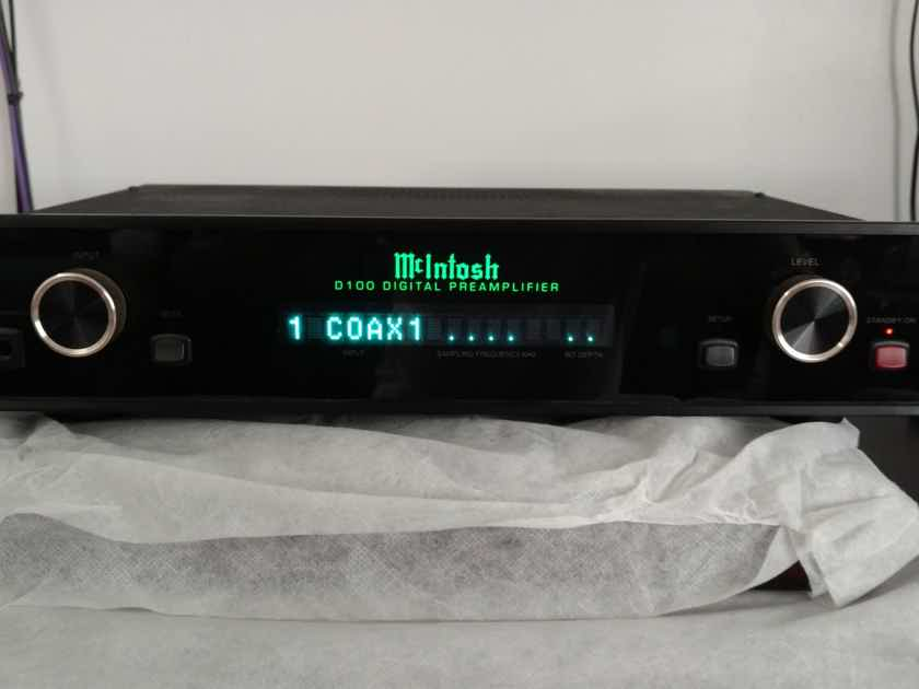 McIntosh D100 DAC / Preamplifier