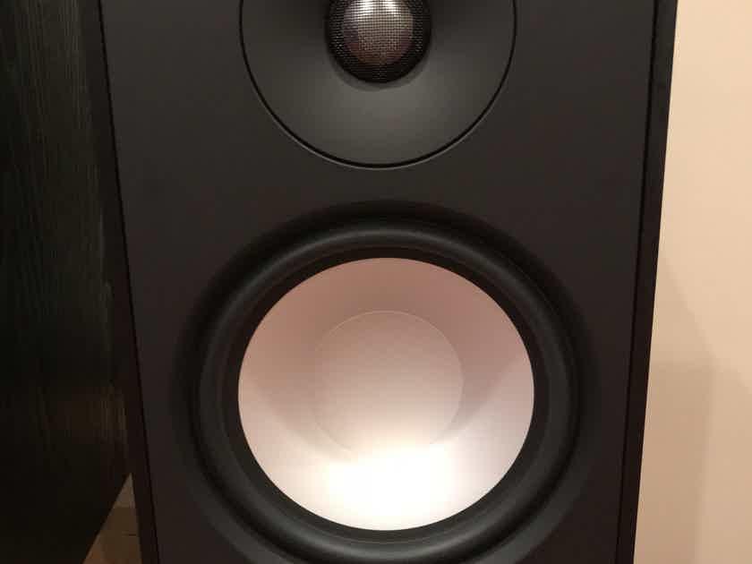 Paradigm Mini Monitor v7 bookshelf speakers (pair)