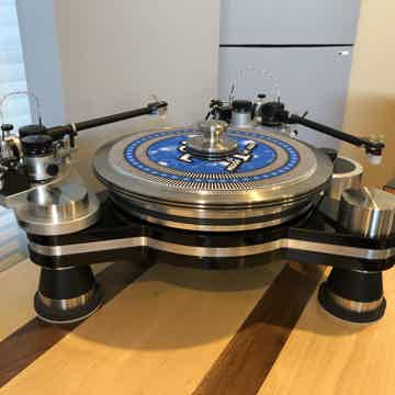 Avenger Reference Turntable