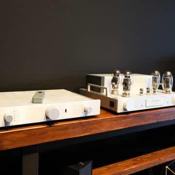 Octave Audio RE320 HP300se
