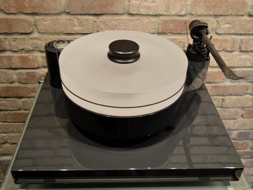 """Pro-Ject RM 10 - RM Reference Turntable w/ 10"""" Carbon Fiber Tonearm"""