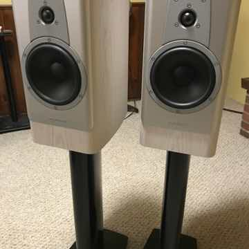 Contour 20 Bookshelf Speakers