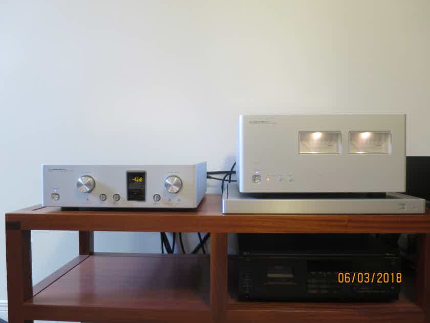 Luxman M900U amp and C900U preamp matching set