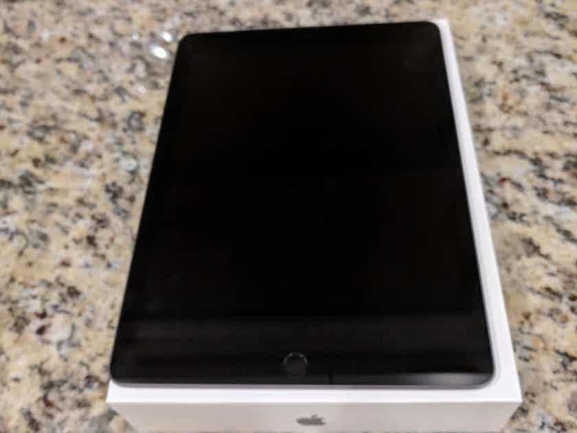 Apple Ipad Wi-Fi 32GB Space Grey-USA Product MR7F2LL/A  6th Generation 9.7 Inch Screen