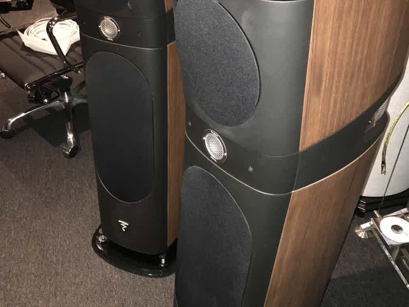 Focal sopra 2 in walnut with all packaging