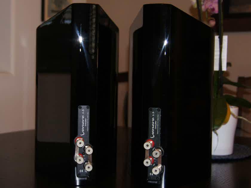 Sonus Faber Venere 1.5 Bookshelf Speakers - Black Gloss Finish