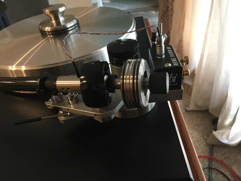 VPI Industries Classic Signature -- Rosewood, With Fatboy Gimbaled arm and Audio Shield dustcover!!!!