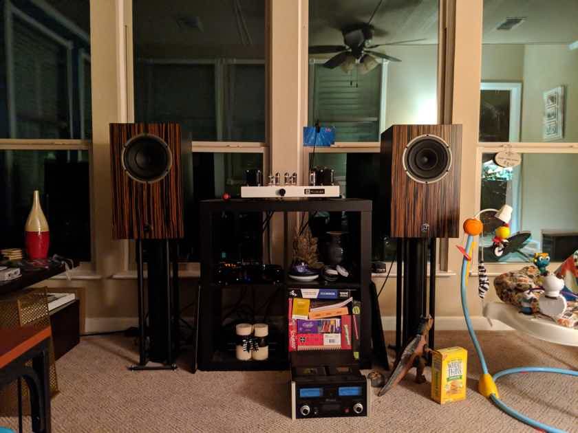 Omega Speaker Systems Super 8 Monitor