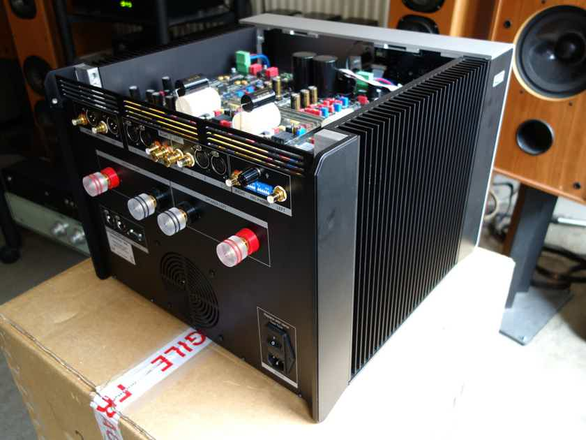 Soulution 530 Integrated Amplifier w/Phono Stage > World Class > Switzerland: Cost no Object Design > MSRP $55,000.00