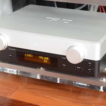 TAD Labs C2000 Preamplifier w/DAC