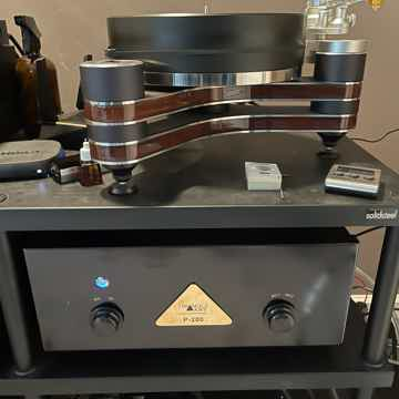 Clearaudio Innovation Wood turntable included tonearm