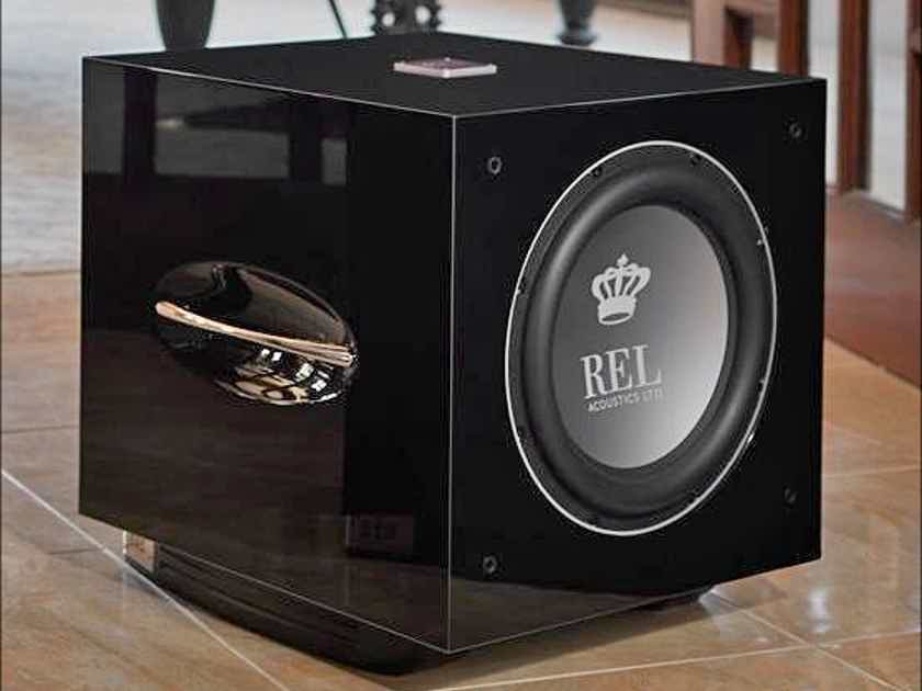 REL S510 subs in piano black gloss at HIGH-END PALACE