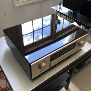 Accuphase Precision Preamplifier C-2810