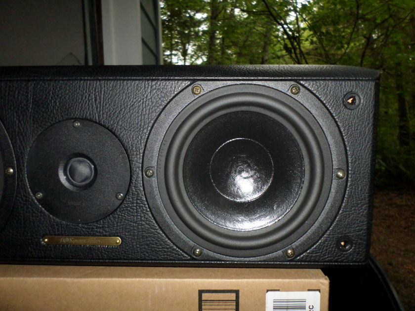 Sonus Faber Solo Piccolo Center Channel  Looks and sounds like new.