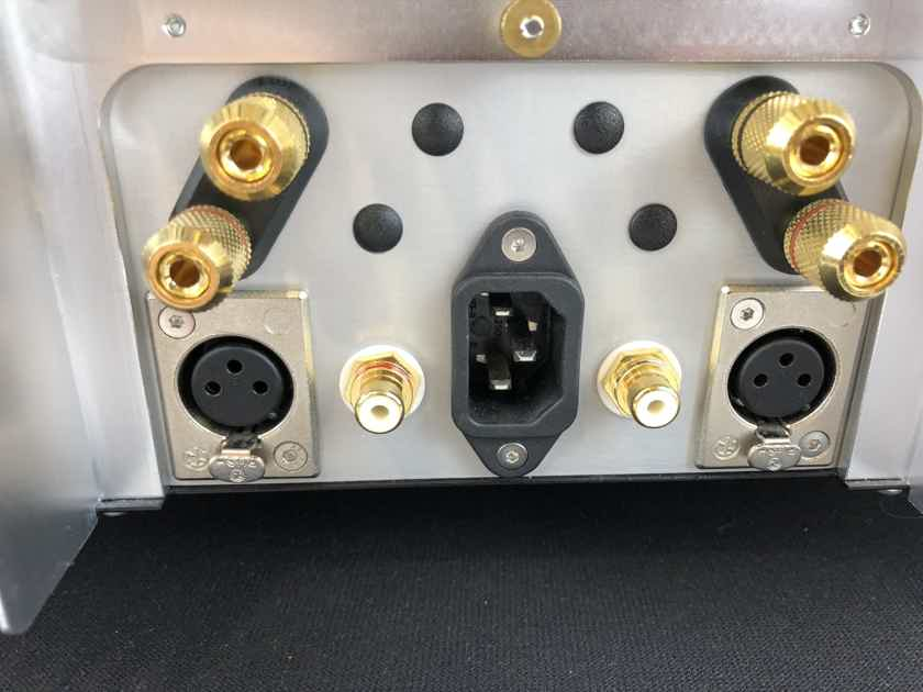 Chord Electronics Ltd. SPM-1050  Solid State 200W Amplifier