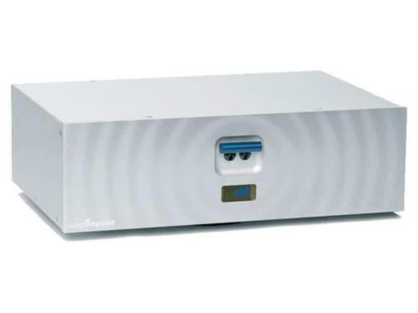 Audience Adept Response aR12-TSSOX Power Conditioner: MINT Demo; Full Warranty; 50% Off