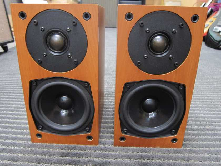 Pr AVI Neutron III Mini Monitors Made in England, Cherry Wood, Excellent Sound Well Cared for, Musical + Natural, Cherrywood