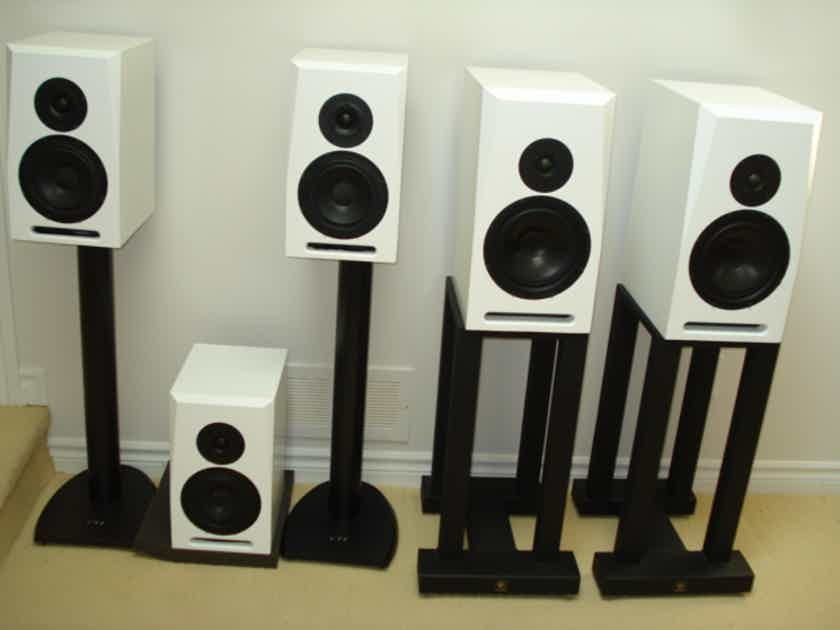 Set Of 5 Active Spendor Speakers Sa300 And Sa200 In White